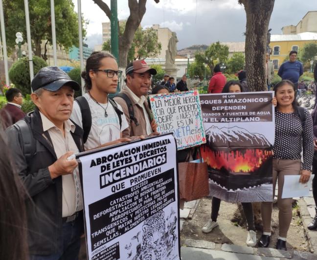 Indígenas y colectivos presentan dos proyectos para abrogar las leyesincendiarias